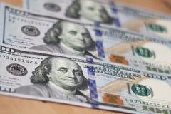Cientos dólares - billetes de 100 dólares Foto de archivo libre de regalías