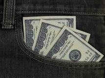 Cientos dólares cobran adentro el bolsillo foto de archivo libre de regalías