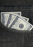 Cientos dólares cobran adentro el bolsillo imagen de archivo libre de regalías