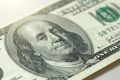 Cientos dólares con una nota 100 dólares Imagen de archivo