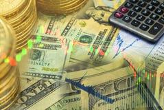 Cientos dólares de billete de banco con el gráfico del mercado de acción Imagenes de archivo
