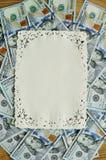 Cientos dólares de pila como marco del fondo para el texto Foto de archivo