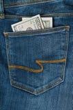 cientos dólares en el bolsillo de los vaqueros Fotografía de archivo