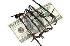 Cientos dólares y alambres de púas Imágenes de archivo libres de regalías