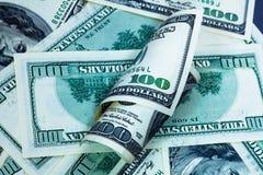 Cientos fondos de los billetes de banco del dólar con el rodillo Imágenes de archivo libres de regalías