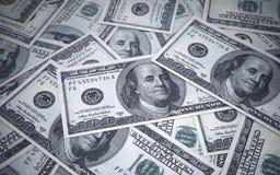 Cientos profundidades de los billetes de banco del dólar del campo Imagen de archivo
