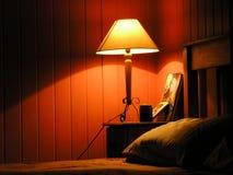 ciepłe światło sypialni Zdjęcia Royalty Free