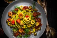 Ciepłego lunchu makaronu pomidorowy kumberland bryka szparagowego magii światło Fotografia Stock