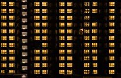 Ciepły nocy światła budynek Zdjęcia Stock