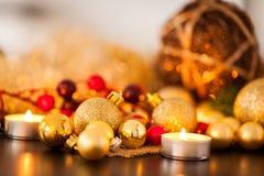 Ciepły złoto i czerwony Bożenarodzeniowy blasku świecy tło Obraz Stock
