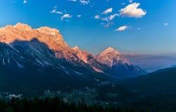 Ciepły zmierzchu krajobraz nad górami dolomity Włochy Zdjęcie Royalty Free