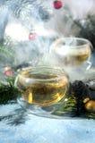 Ciepłych bożych narodzeń sosny rożka herbaciana szklana kontrpara Zdjęcie Stock