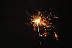 Cierge magique de partie de nouvelle année sur le fond noir Photographie stock libre de droits