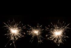 Cierge magique de partie de nouvelle année sur le fond noir Photo stock