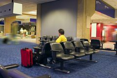 cierpliwie czeka na lotnisko Obrazy Stock