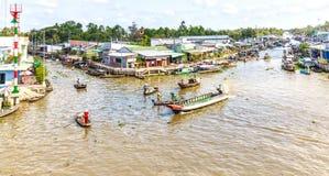 Cierre abajo el mercado flotante de la esquina en el río de Hau Imagen de archivo libre de regalías