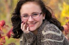 Cierre adolescente tímido de la muchacha para arriba Fotografía de archivo