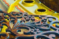 Cierre antiguo del piano de cola para arriba Foto de archivo