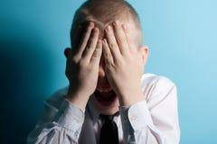 Cierre asustado de griterío del adolescente su cara Fotos de archivo libres de regalías