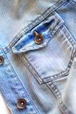 Cierre azul claro de la chaqueta de los vaqueros para arriba Imagenes de archivo