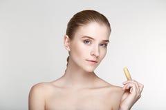 Cierre blanco del fondo de la salud del cuidado de piel de la mujer del retrato de la belleza para arriba Imagenes de archivo