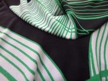 Cierre blanco y negro verde encima de la tela Fotos de archivo