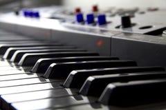 Cierre cobarde para arriba del teclado de DJ fotos de archivo