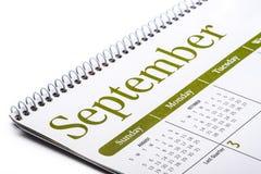 Cierre de escritorio de septiembre del calendario para arriba en el fondo blanco Fotografía de archivo