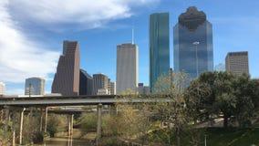 cierre de 4K UltraHD para arriba horizonte de la Houston, Tejas en un día soleado almacen de video