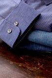 Cierre de la camisa de la moda para arriba Imagen de archivo