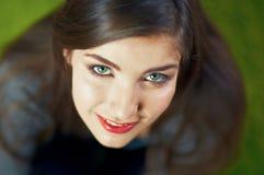 Cierre de la cara de la muchacha para arriba Retrato de la mujer joven de la belleza Imagen de archivo
