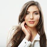Cierre de la cara de la mujer de la belleza encima del retrato Actitudes femeninas jovenes del modelo Foto de archivo