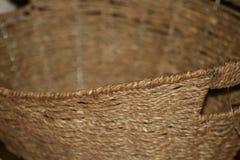 Cierre de la cesta de mimbre del moreno para arriba Imagen de archivo libre de regalías