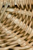 Cierre de la cesta de mimbre encima de 2 Imagenes de archivo