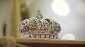 Cierre de la corona del ` s del rey para arriba almacen de metraje de vídeo