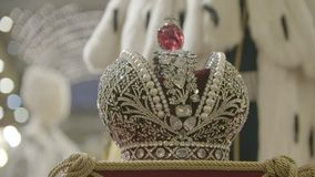 Cierre de la corona del ` s del rey para arriba metrajes