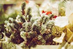 Cierre de la decoración del árbol de pino de la Navidad y del Año Nuevo para arriba Imágenes de archivo libres de regalías