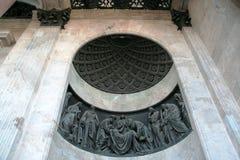 Cierre de la decoración de la pared de Isaak Cathedral del santo para arriba imágenes de archivo libres de regalías