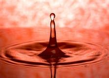 Cierre de la gotita de agua para arriba Foto de archivo libre de regalías