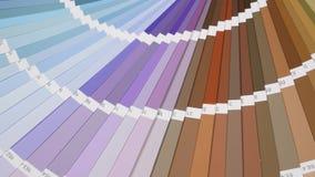 Cierre de la guía de la paleta de colores para arriba Catálogo coloreado de las muestras almacen de metraje de vídeo