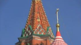 Cierre de la inclinación de la catedral de la albahaca del santo para arriba abajo metrajes