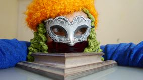 Cierre de la máscara del carnaval de Venecia para arriba almacen de metraje de vídeo