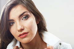 Cierre de la muchacha del adolescente encima del retrato de la belleza aislado en el backgr blanco Fotografía de archivo libre de regalías
