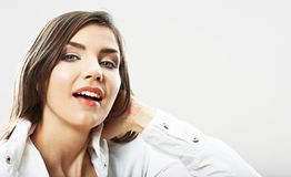 Cierre de la muchacha del adolescente encima del retrato de la belleza aislado en el backgr blanco Foto de archivo