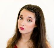 Cierre de la mujer joven del retrato para arriba que sopla beso Imagen de archivo libre de regalías