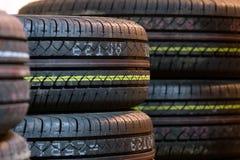 Cierre de la pisada del neumático para arriba Imagen de archivo