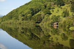 Cierre de la reflexión del lago para arriba Fotos de archivo libres de regalías