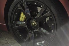 Cierre de la rueda de Lamborghini Gallardo para arriba Fotos de archivo