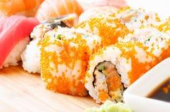 Cierre de la salsa del sushi y de soja para arriba Fotos de archivo libres de regalías