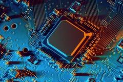 Cierre de la tarjeta de circuitos electrónicos para arriba foto de archivo libre de regalías